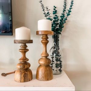 Set of 2 wood candle holders